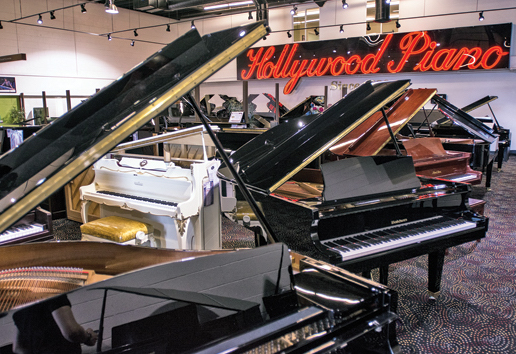 T29-9-BANNER-Hollywood-Piano-2