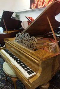 "<img alt=""Bluthner Grand Piano 3."">"